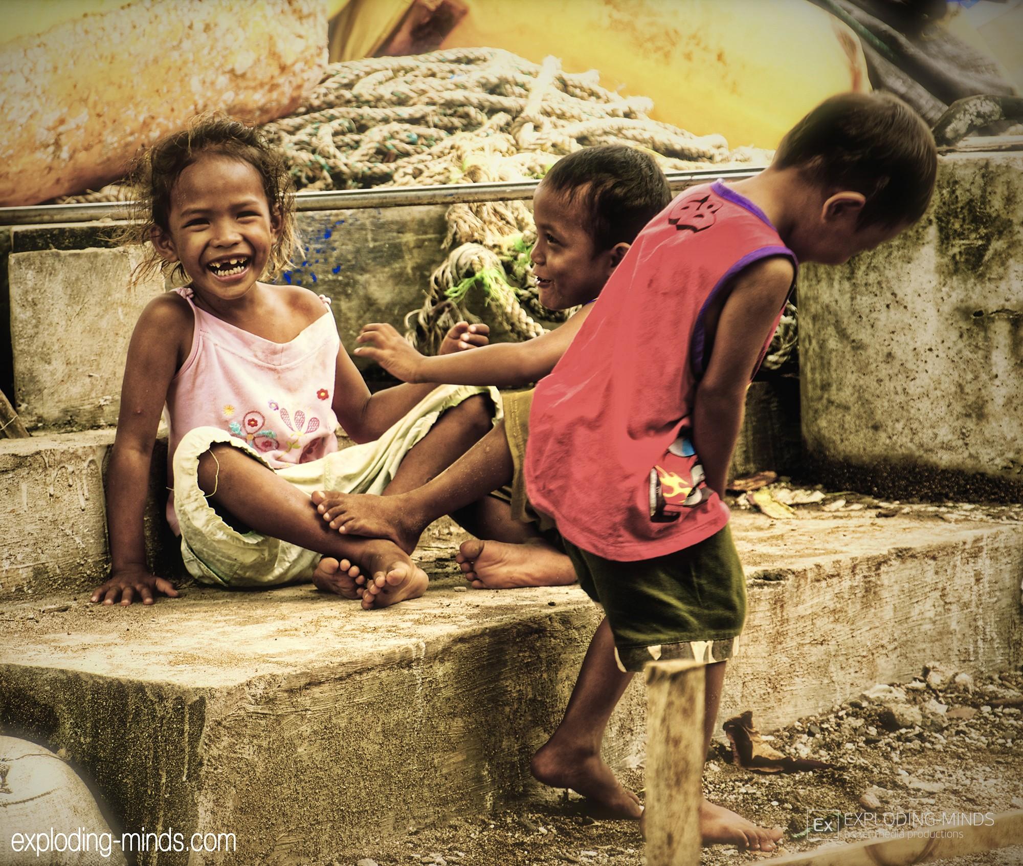 Kinder am Hafen